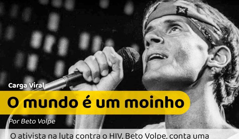 Foto em preto e branco do cantor Cazuza cantando numa época que já lutava contra o vírus HIV. #paracegover