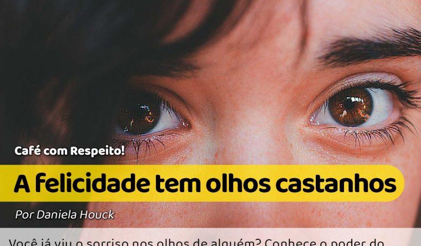 Uma garota com olhos castanhos e olhar sonhador