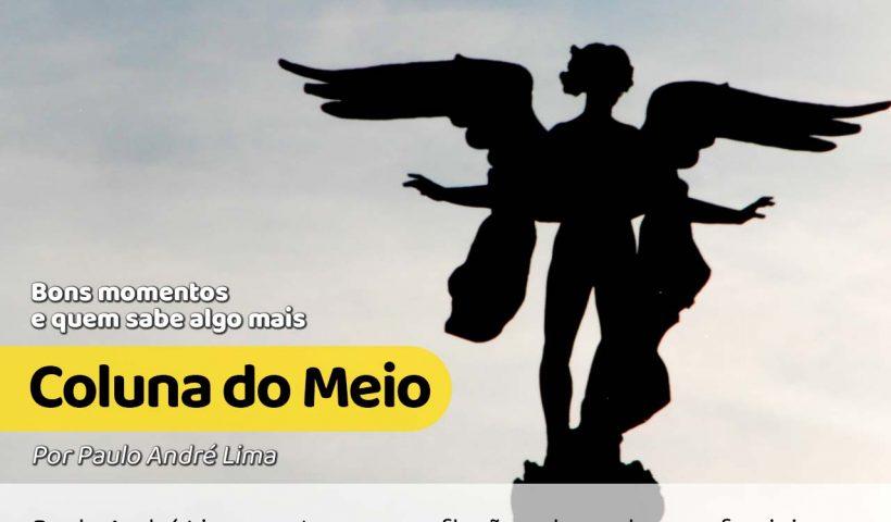 foto de uma silhueta de uma estátua de anjo em meio do céu